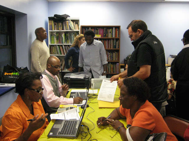 Local Homeowners meet with DEP staff regarding water bills at a UNHP-sponsored resource fair on September 16.